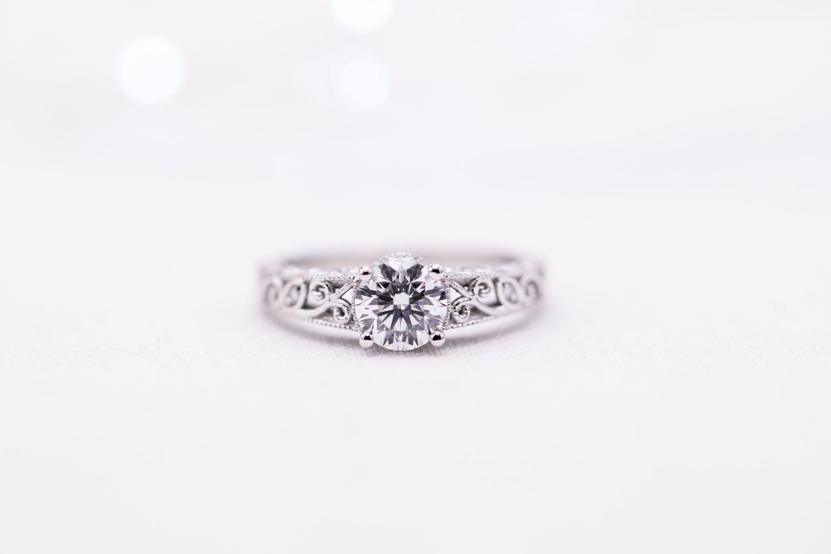 buying a one carat diamond ring - 0.9ct lab-made round diamond