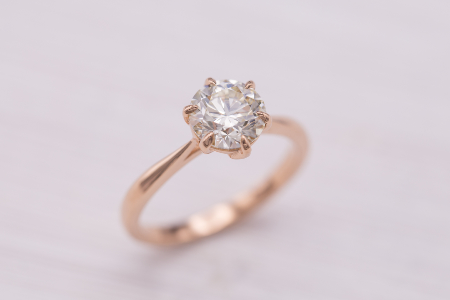 engagement ring settings - claw prongs