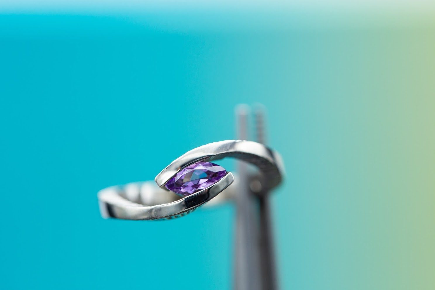 engagement ring settings - faux tension setting
