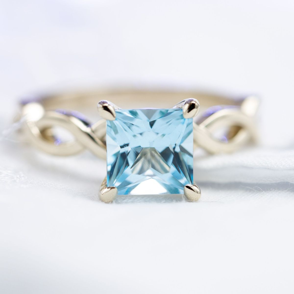 topaz solitaire with twisting band - engagement ring setting