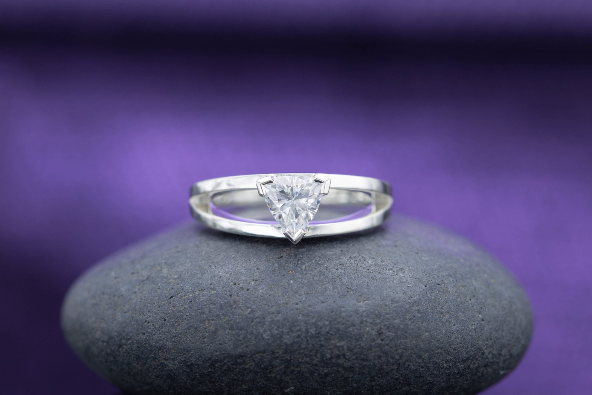 engagement ring settings - v shape prongs