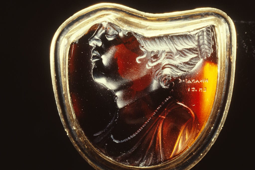 garnet intaglio, Hellenistic Egypt - garnet symbolism and legends