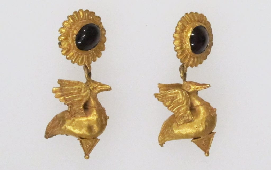 Greek earrings, gold and carbuncles - garnet symbolism and legends