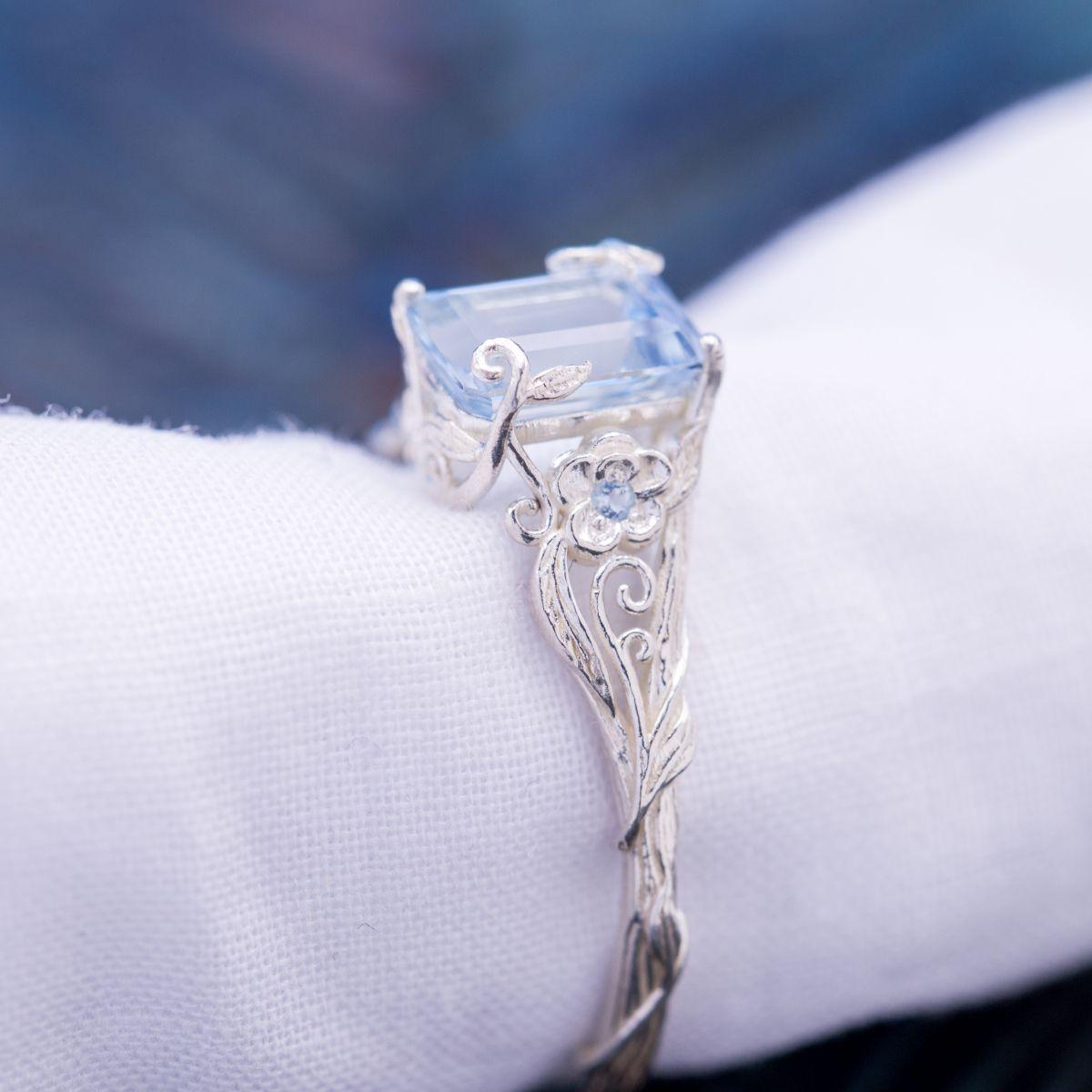 aquamarine wth vining - vintage engagement rings