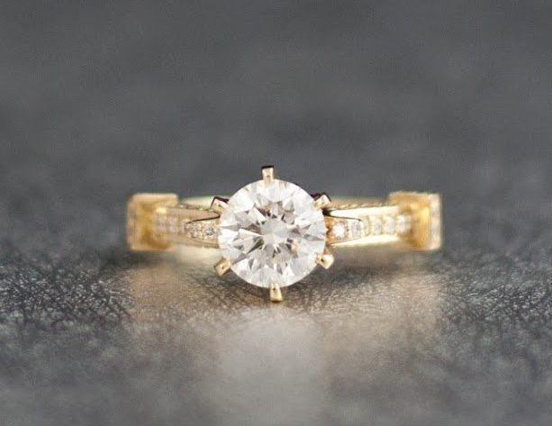 side-stone engagement ring - what carat diamond should I choose FI