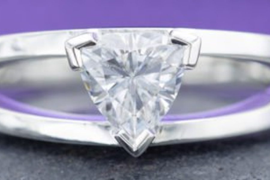 V-prongs - engagement ring setting