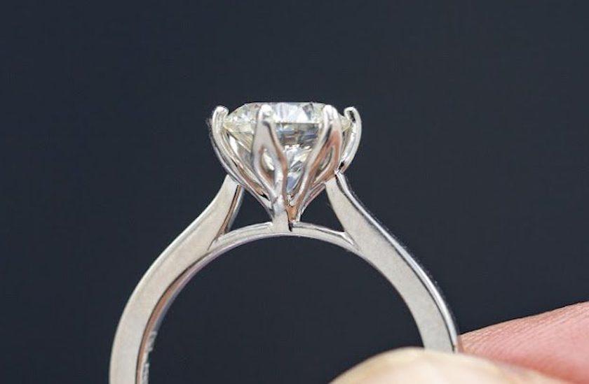 diamond girdle - closeup