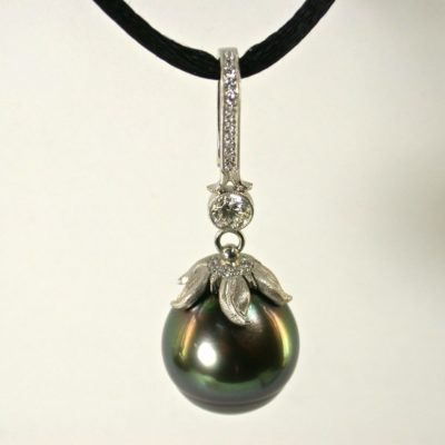 tatitian pearl pendant