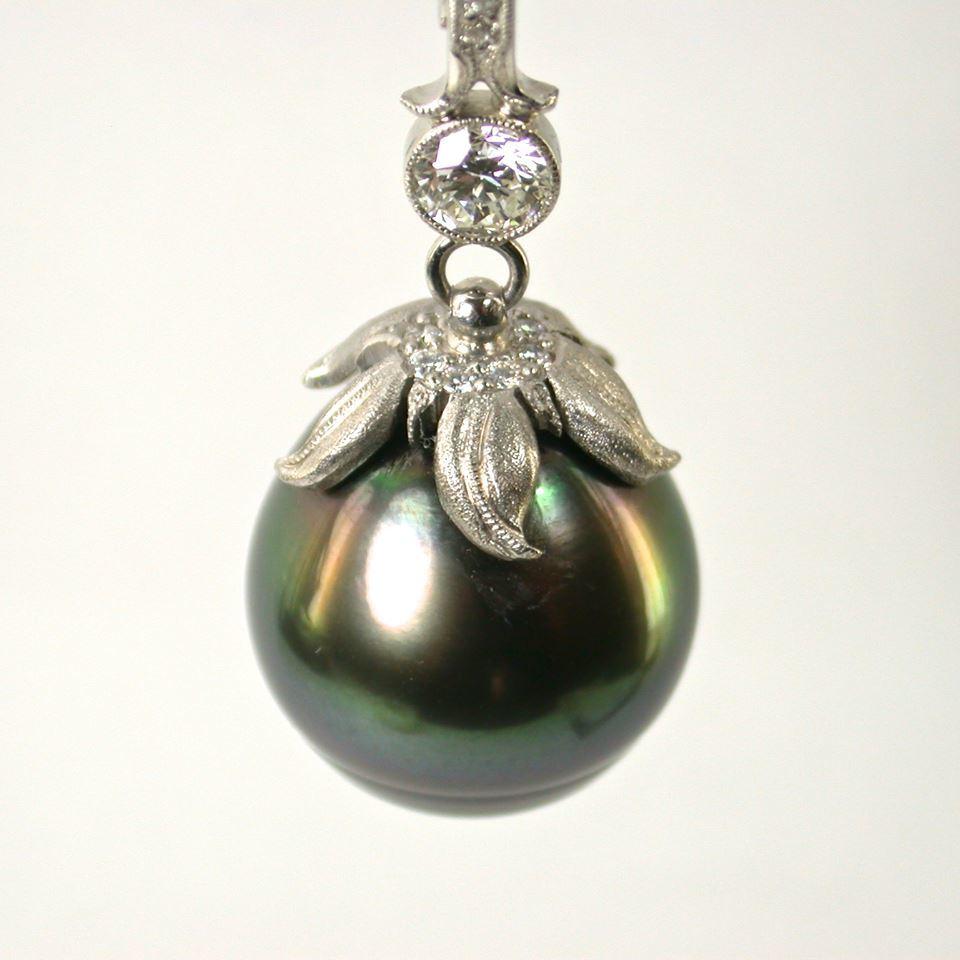 tahitian pearl pendant - zoomed