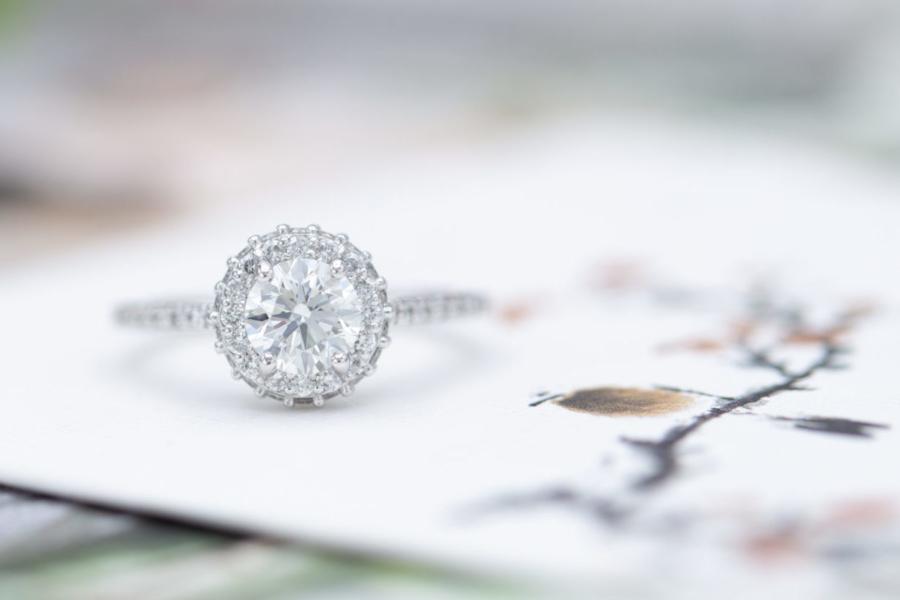 VS clarity diamond - round