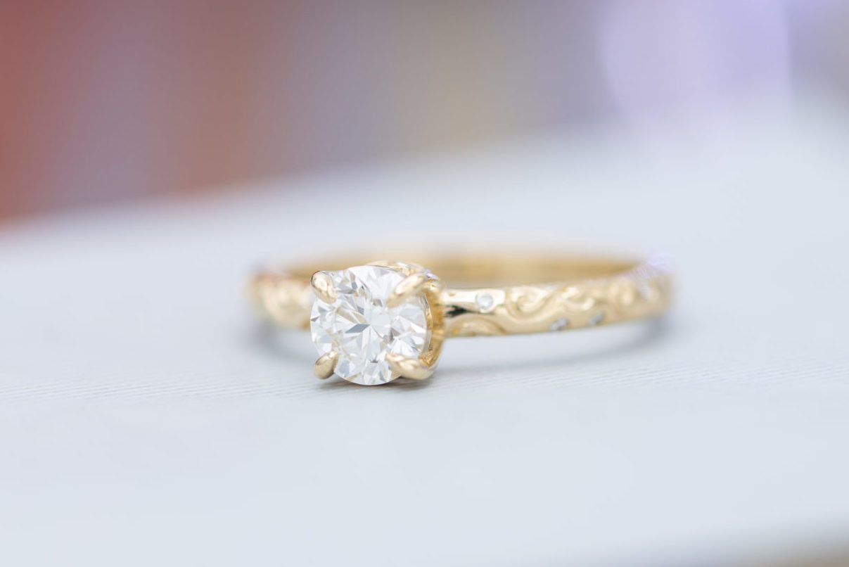 I color diamond yellow gold