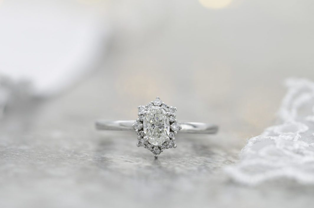 si oval diamond halo engagement ring