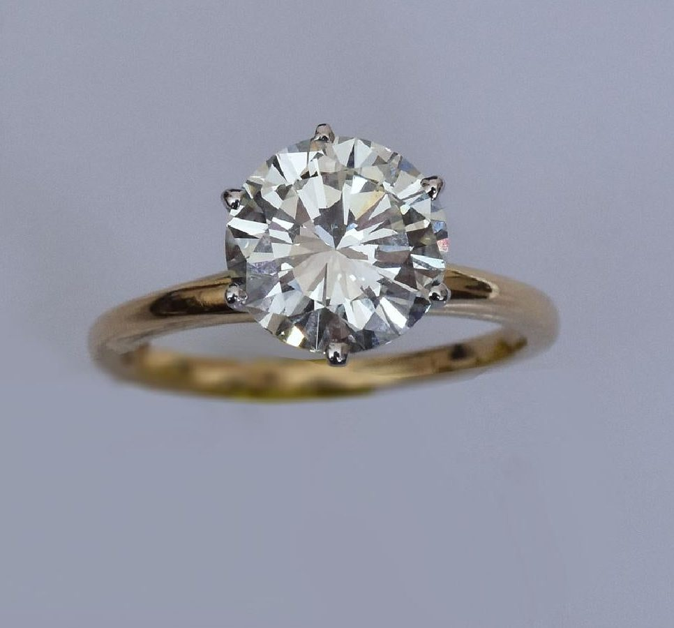 solitaire ring with modern round brilliant diamond