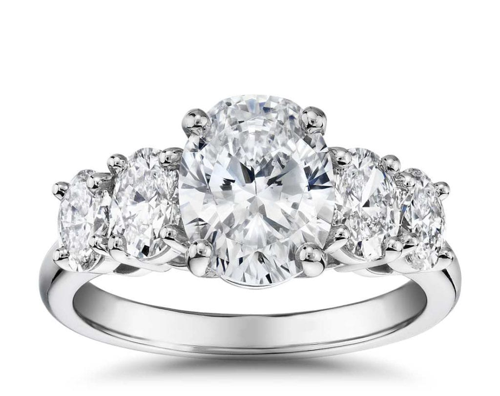 The Gallery Collection™ Graduated Oval-Cut Diamond Blue NIle