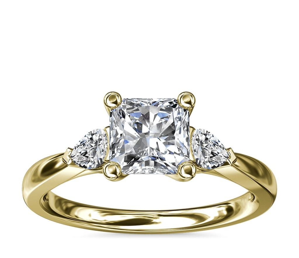 Pear Sidestone Diamond Engagement Ring in 14k Yellow Gold (1/4 ct. tw.)